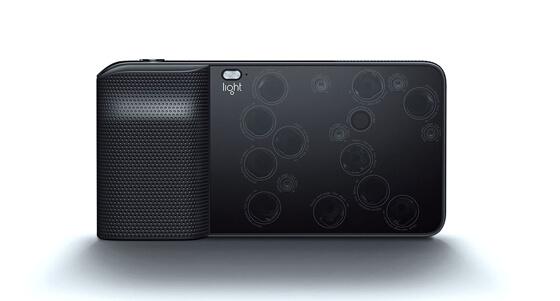 Light L 16, 16 fotocamere sono meglio di una?