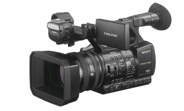 Sony HXR-NX5R, nuovo camcorder portatile Full-HD