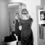 Monica Vitti prima dello spettacolo Scandali Segreti (1957) Archivio storico Luce