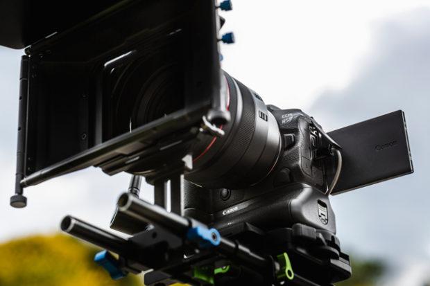 Canon EOS R5 e EOS R6, mirrorless full frame over the top